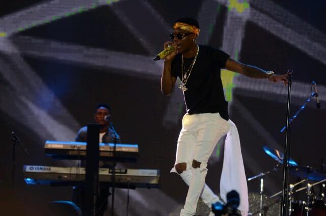 Wizkid performing