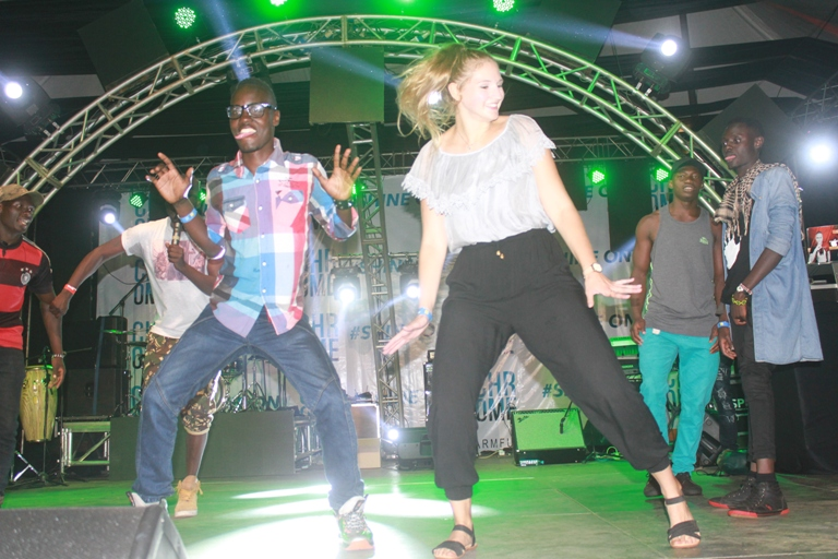 MZUNGU SHOW KISII RESIDENT DUST IN DANCE